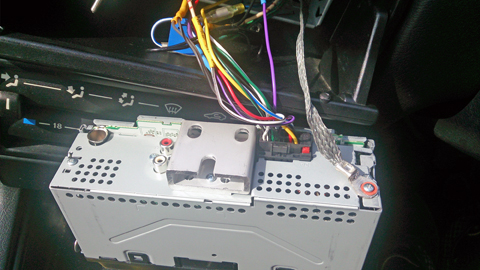 Pioneer(パイオニア)カロッツェリア(Carrozzeria)のチューナーメインユニットMVH-3100の接続でアース線の取付に苦戦